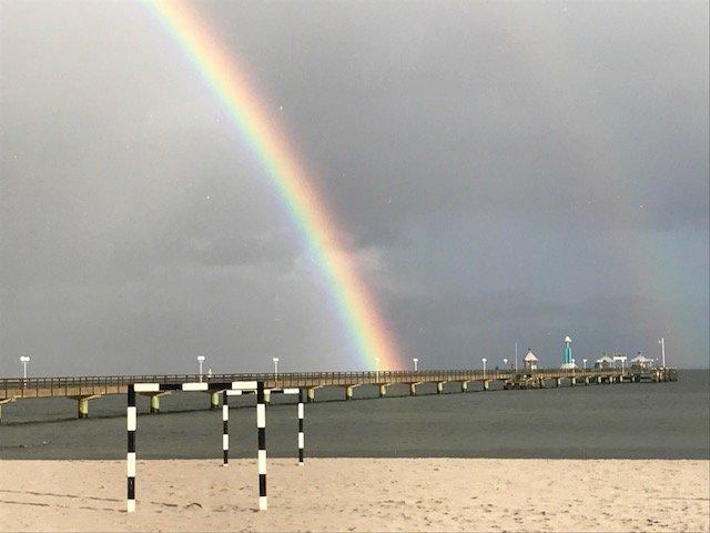 Gromitz Seebrucke Tauchgondel Regenbogen