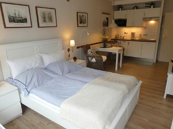 findling schilksee muschelsucher kiel. Black Bedroom Furniture Sets. Home Design Ideas