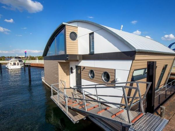 KYST 54°10 Floating House